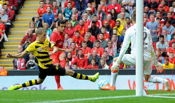 Kerjasama manis antara Sterling dan Coutinho hampir membuahkan gol ketiga di menit 22